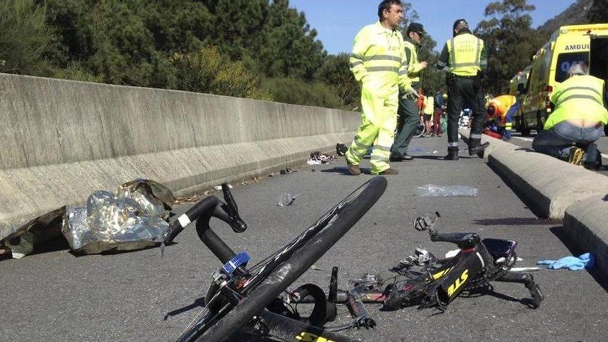 Mueren dos ciclistas al chocar con un coche en Barcelona