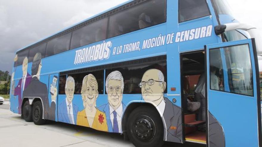 Núñez Feijóo, invitado especial del 'tramabús' de Podemos que aparca en Vigo