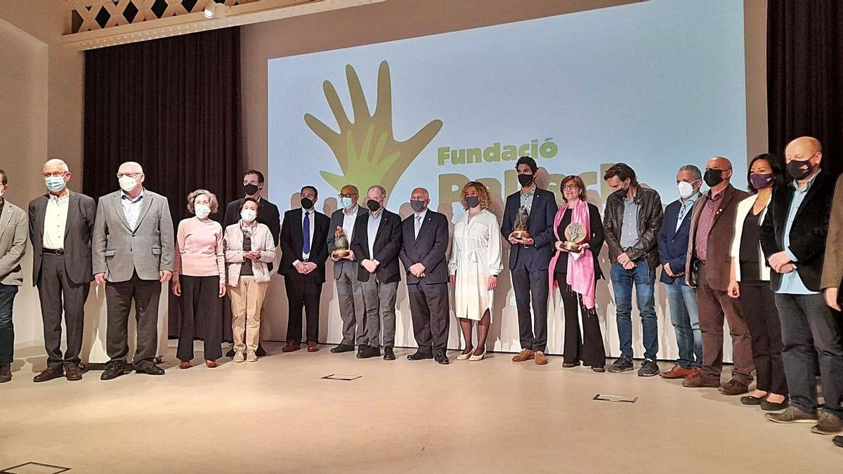 Foto de família amb les empreses premiades, representants del jurat i altres autoritats.   DDG