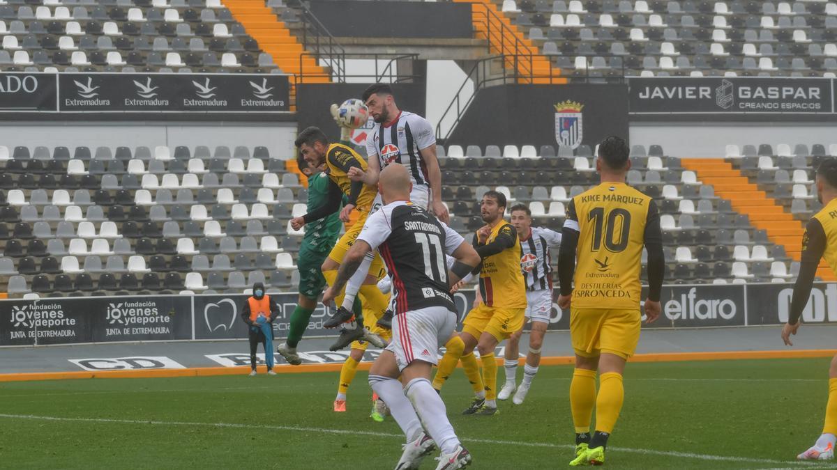 Derbi entre el Badajoz y el Extremadura en el Nuevo Vivero de la temporada pasada.