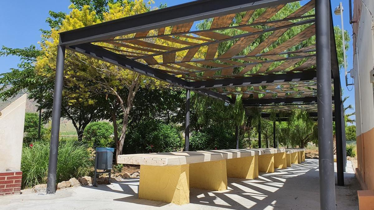 Instalado sombraje en la Plaza de la Ermita de Las Encebras de Jumilla