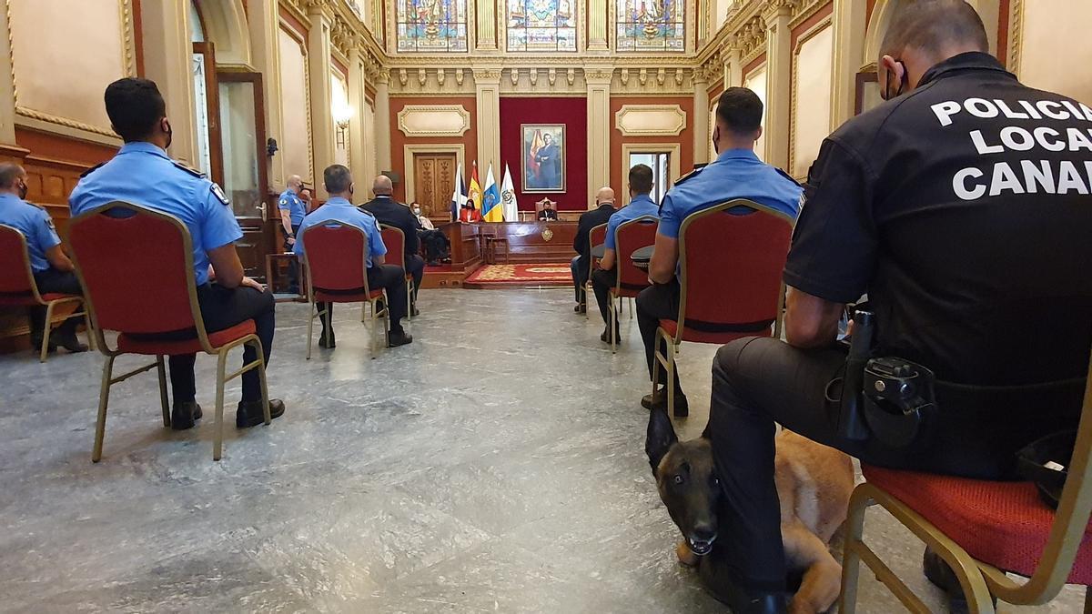 Entrega de condecoraciones de la Policía Local de Santa Cruz
