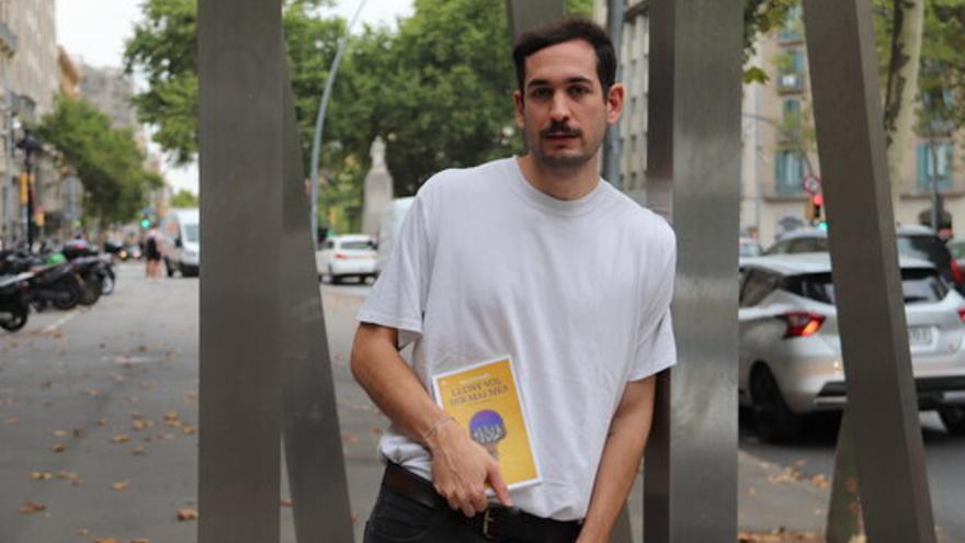 Marc Cerrudo publica la seva primera novel·la «Lluny vol dir mai més», una relat sobre «la pèrdua i el fet de fugir»