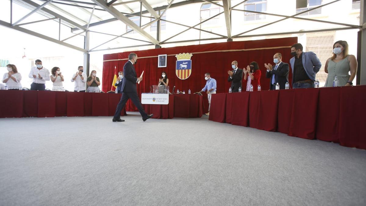 Las imágenes del cambio de alcaldía en el Ayuntamiento de Sant Joan
