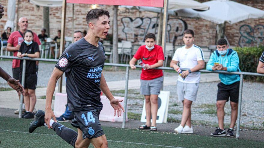 El Girona B en fa prou amb un gol d'Arnau Ortiz per superar el Sants (0-1)