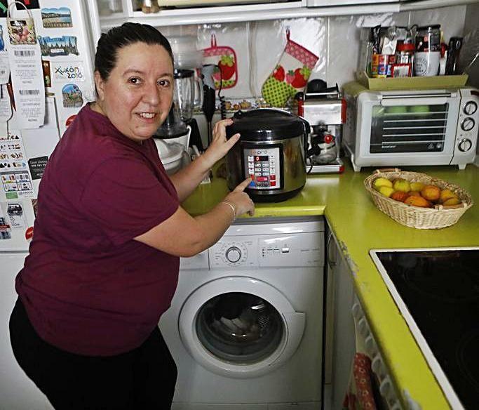 Maite Martín, en su cocina  | M. L.