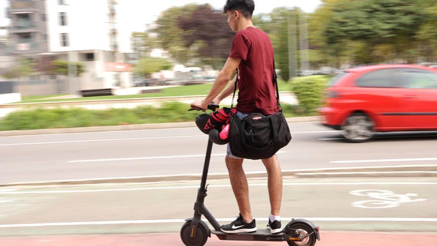 Castelló rebaja a los 15 años la edad para utilizar el patinete eléctrico