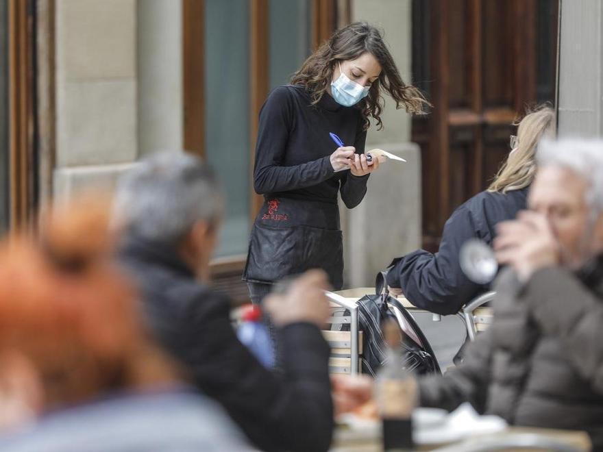 Sanidad notifica 44 muertes y la incidencia baja de la barrera de los 70 casos