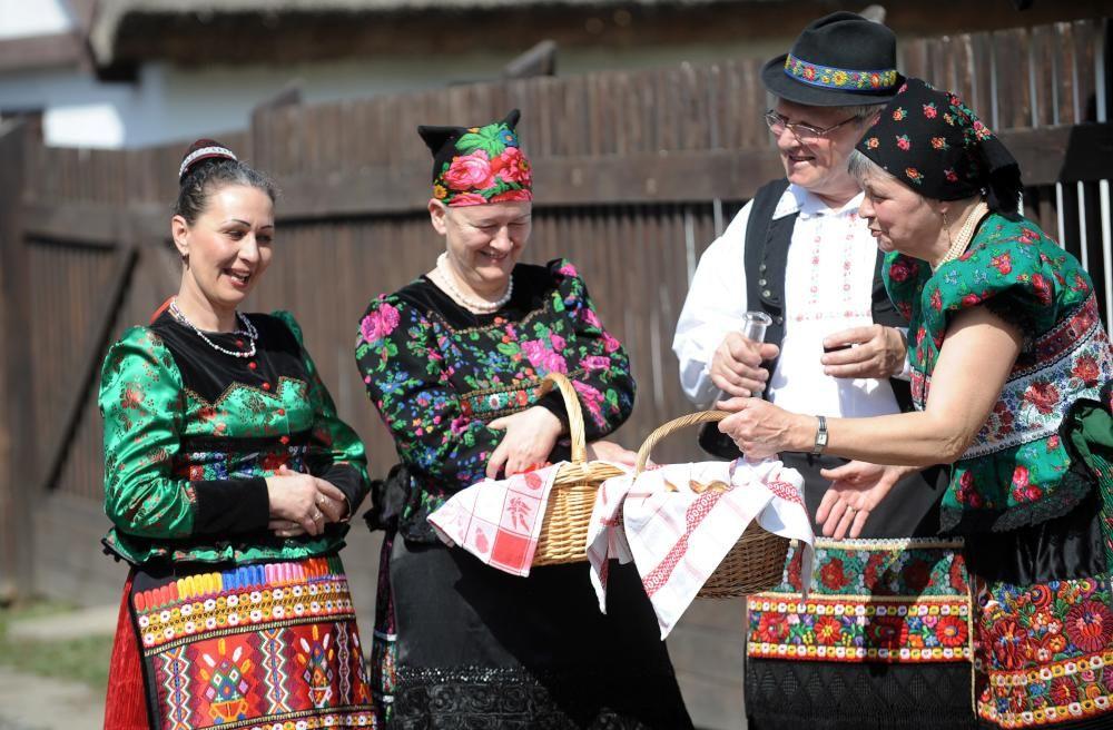 Hungría - Arte popular del bordado en la comunidad Matyo.
