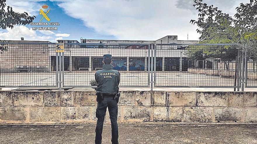 Sorprenden a dos menores al robar en un colegio de Sencelles