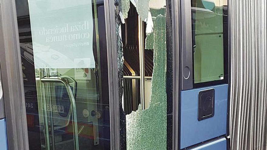 Lanzan huevos y piedras a buses de la EMT en el tercer día de huelga, que acaba sin acuerdo