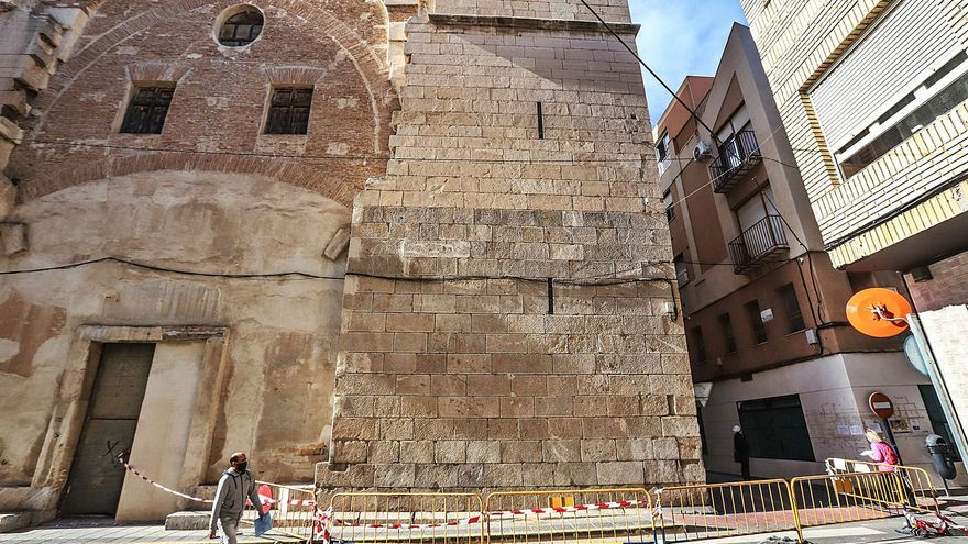 El Obispado pondrá una red de protección para evitar la caída de más cascotes de San Agustín