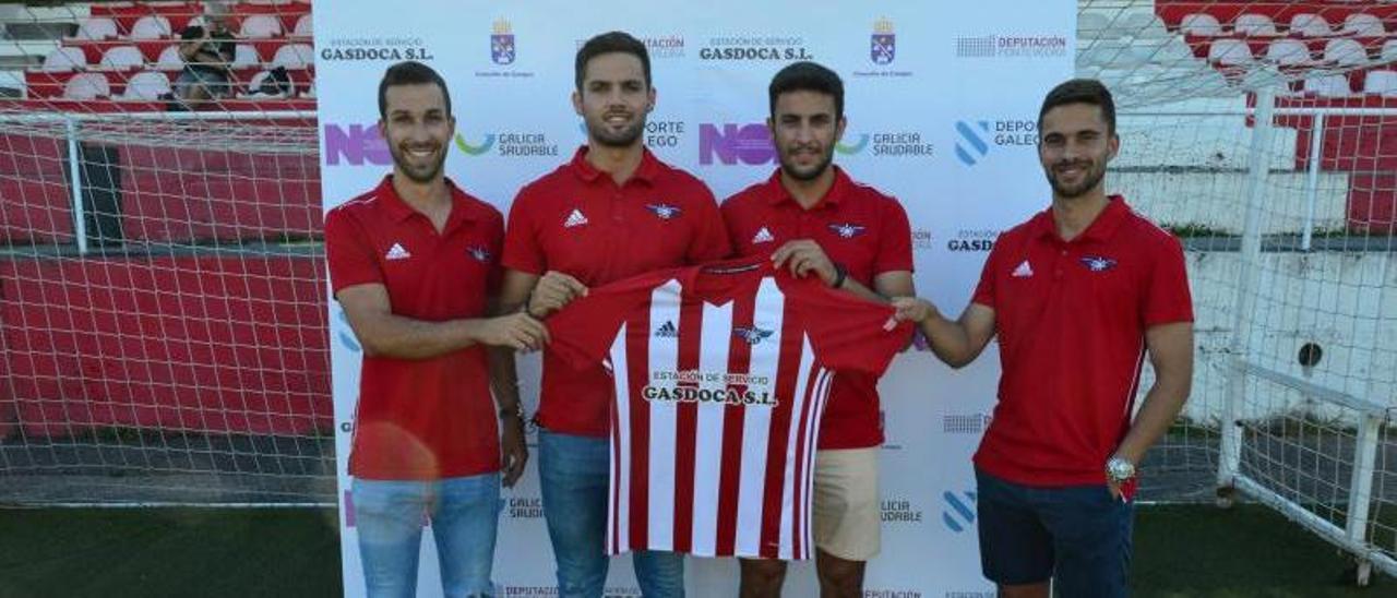 Guille, Nando, Anxo Vilas y Ube en su presentación ayer como jugadores del Alondras. |  // GONZALO NÚÑEZ
