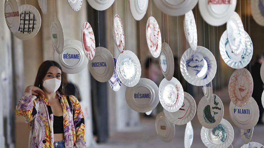 Los ovetenses llenan La Vega para disfrutar de decenas de propuestas de arte contemporáneo