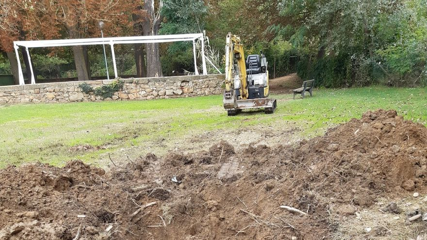 Detectada una avería tras un mes de fugas de agua constantes en la Fuente Mineral de Benavente