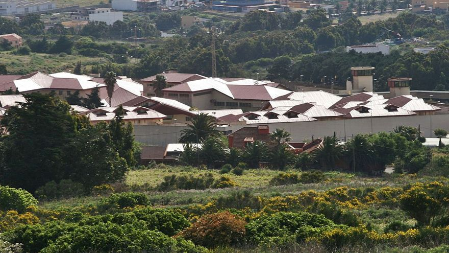Un funcionario del Centro Penitenciario de Tenerife es agredido y amenazado de muerte por un interno