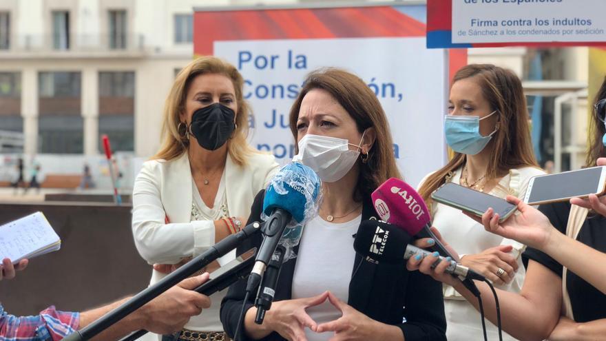 El PP de Málaga recoge firmas contra el indulto de presos del 'procés'