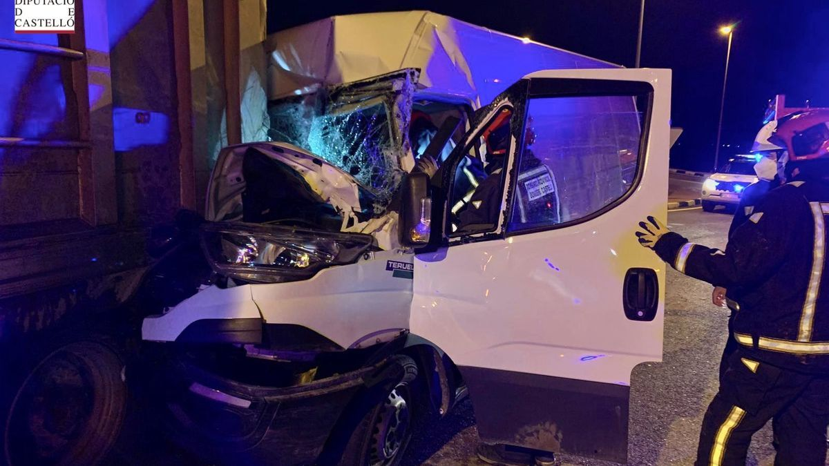 Estado en el que quedó la furgoneta tras el accidente.