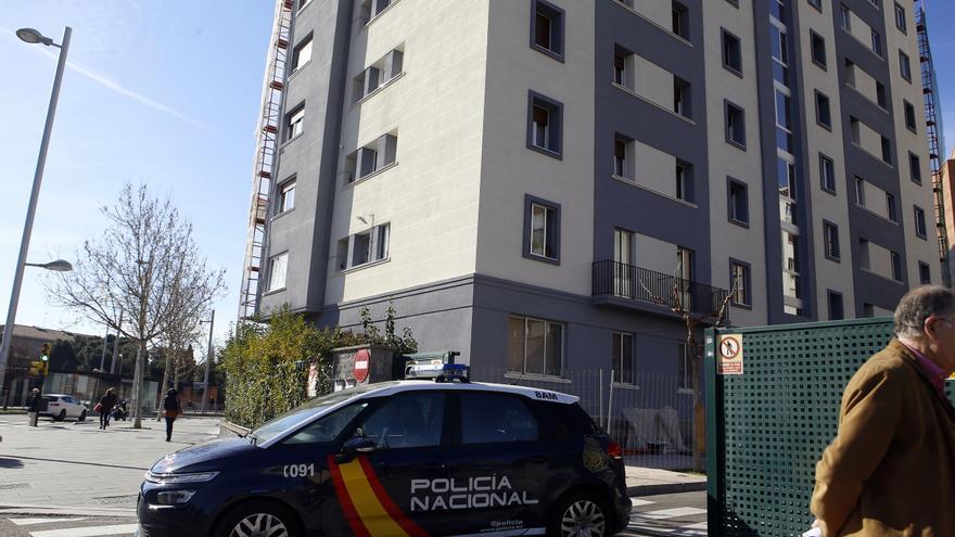 La Policía detiene a tres ladrones de pisos en Zaragoza  que bajaban corriendo por las escaleras