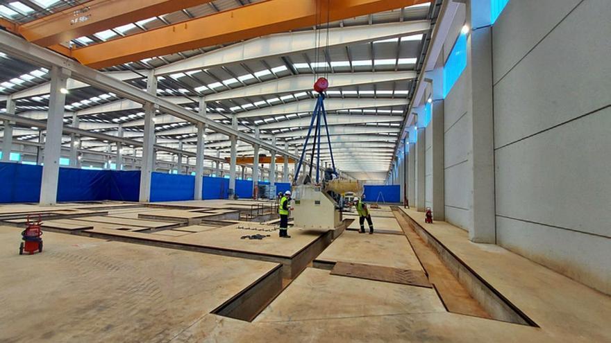 Latem inicia la compleja instalación de maquinaria en la planta de aluminio de Villabrázaro