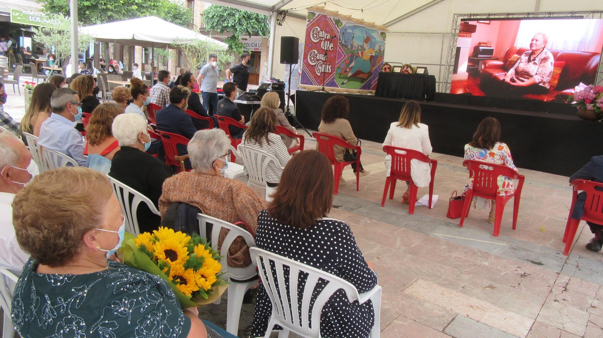 Emocionante homenaje a Laura Barranco e Isabel Valiente, en Cangas de Onís