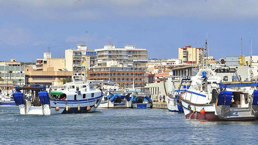 Ocho heridos tras el choque de un barco-taxi de Tabarca contra un espigón en Santa Pola