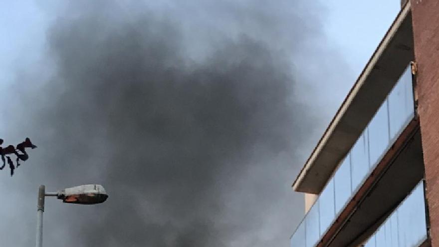 Tornen a calar foc en dos contenidors de Manresa