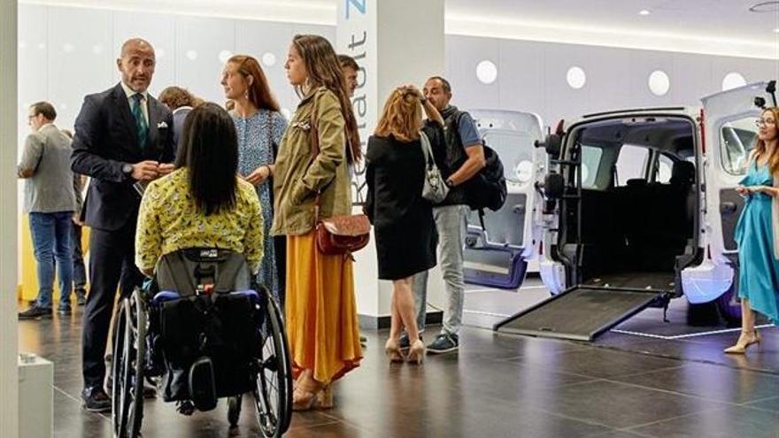 Renault presenta su gama de vehículos adaptados a personas con movilidad reducida