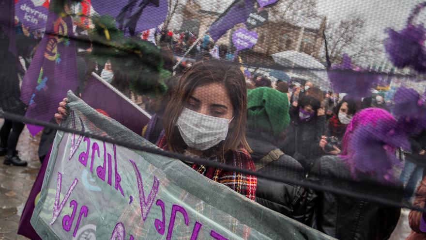 Nueva protesta feminista en Turquía por la retirada del Convenio de Estambul