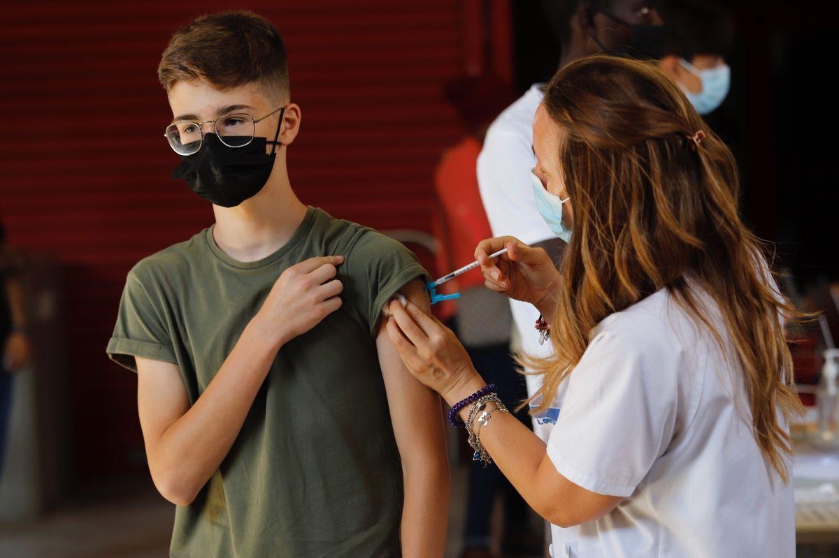 Vacunación de jóvenes de 12 a 19