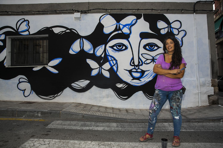 Cinco artistas urbanos llenan de murales el barrio de San Antón de Alicante