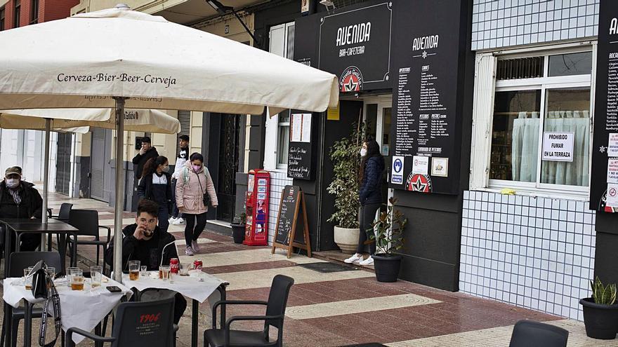 """El mal tiempo empaña la vuelta a los bares en Xàtiva: """"Ha sido floja"""""""