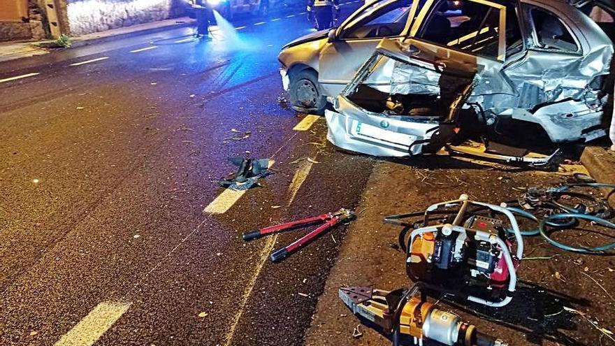 Choca contra un coche estacionado en Cornazo y da positivo en alcohol