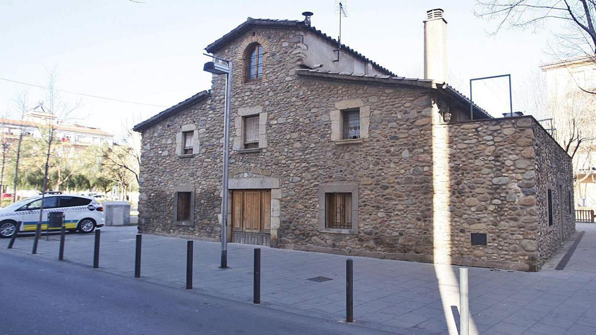 Imatge d'arxiu de la masia Can Burrassó, que es rehabilitarà per acollir la futura comissaria.   MARC MARTÍ