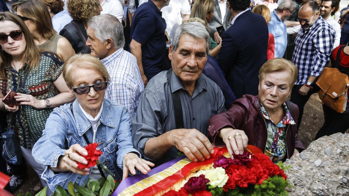 Homenaje a los fusilados en el Paredón de Paterna
