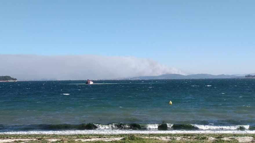 El fuego cerca el concello coruñés de Rianxo y calcina más de 850 hectáreas