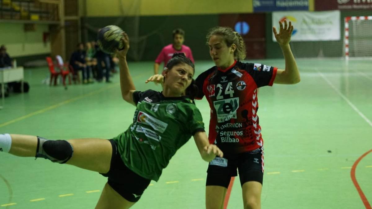 Lucía Vacas intenta un lanzamiento.