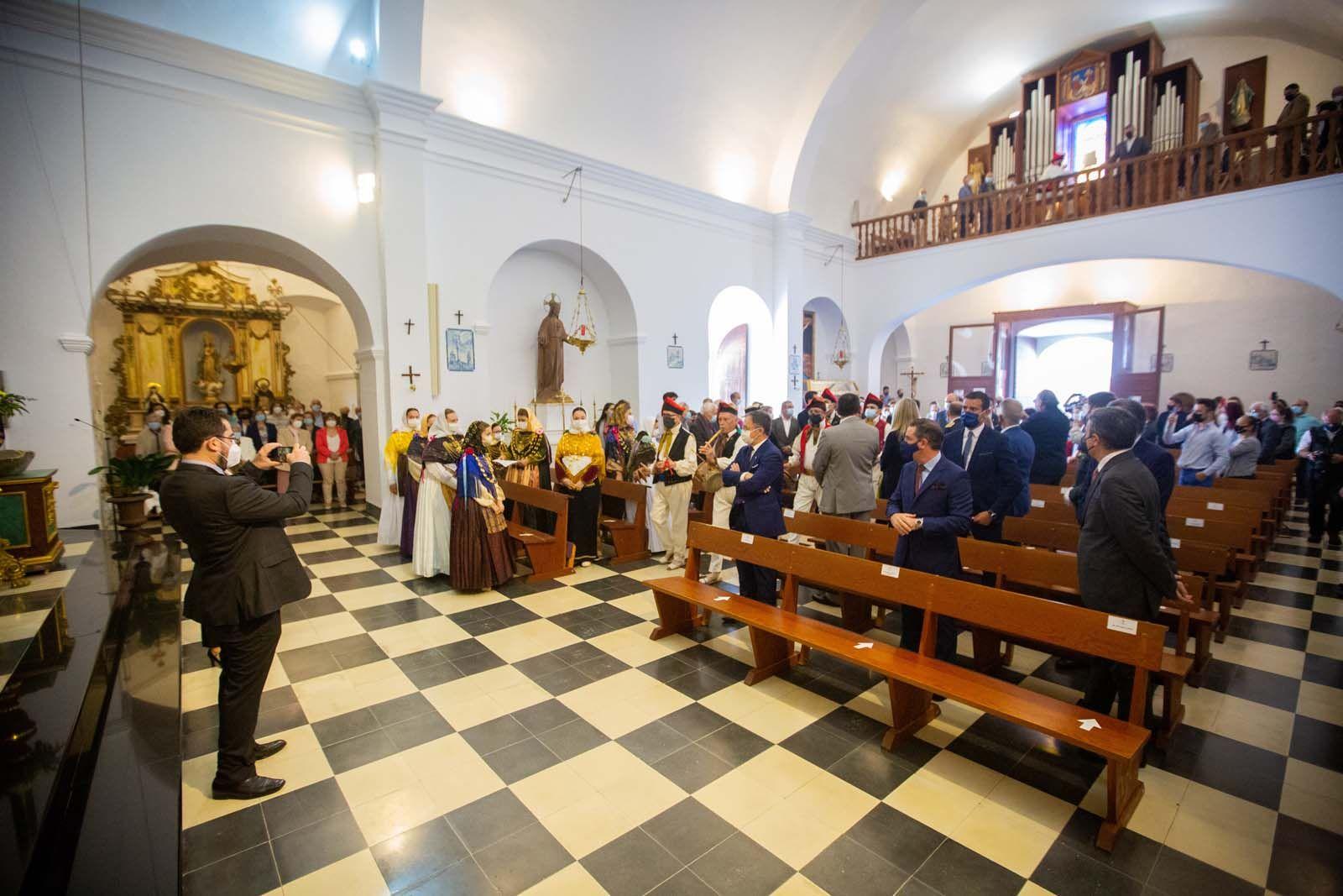 Santa Eulària celebra «un poquito» el 'Anar a maig'