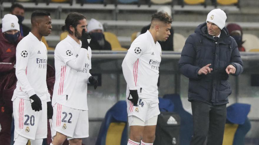 Sevilla y Real Madrid se miden en un duelo de urgencias