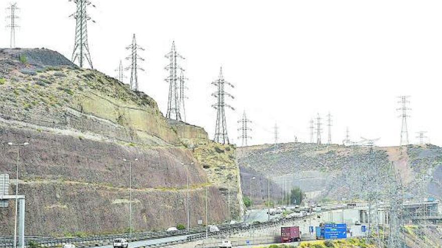Podemos sigue la disciplina y pide una empresa pública de energía para Canarias