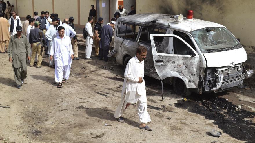 Al menos 4 fallecidos y una docena de heridos tras explotar una bomba en Pakistán