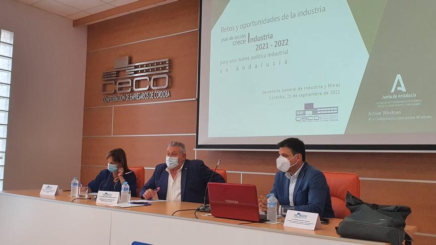 El secretario de Industria y Minas presenta en CECO el Plan Crece