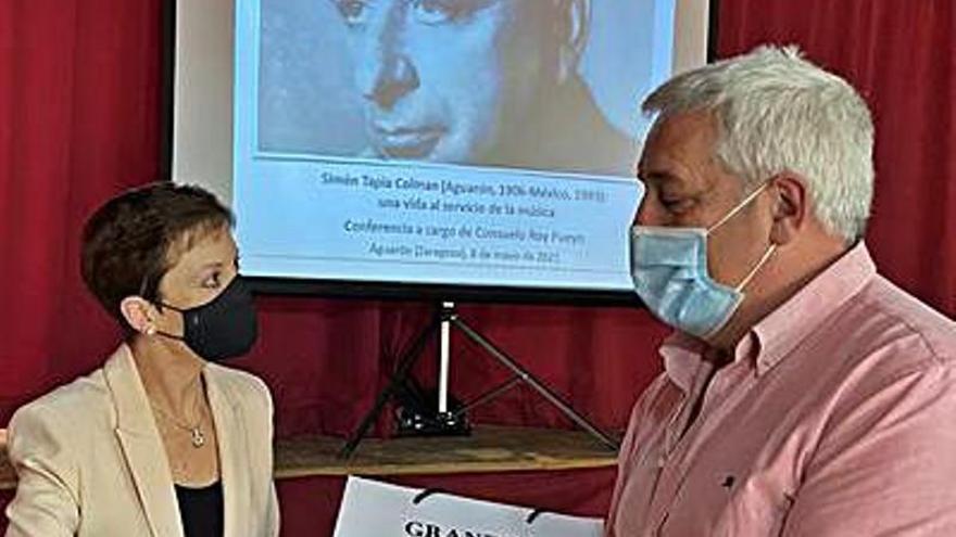 Consuelo Roy recuerda a Simón Tapia en una conferencia