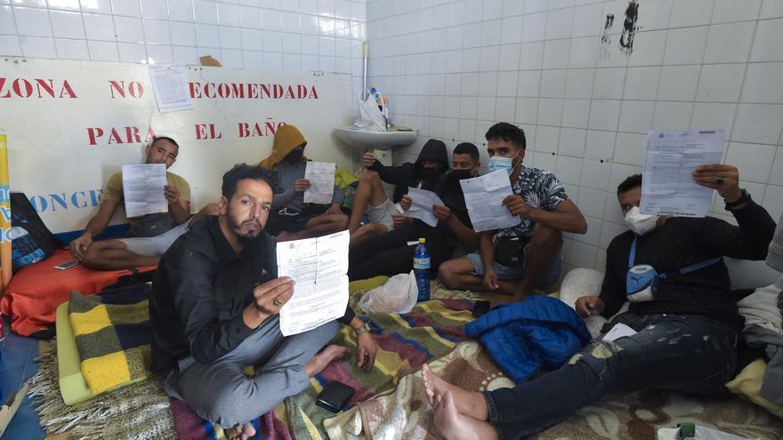 Liberados de Arguineguín malviven en Las Alcaravaneras