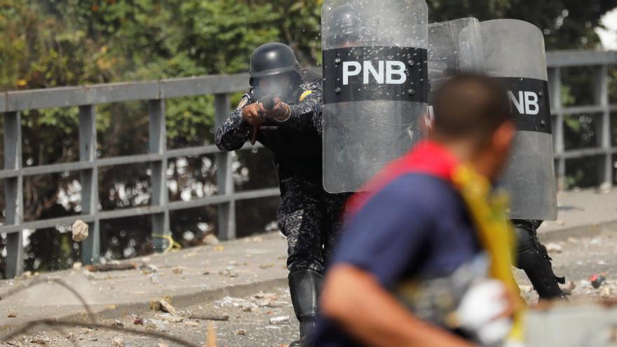 Almenys 16 morts i desenes de detinguts pels disturbis a Veneçuela