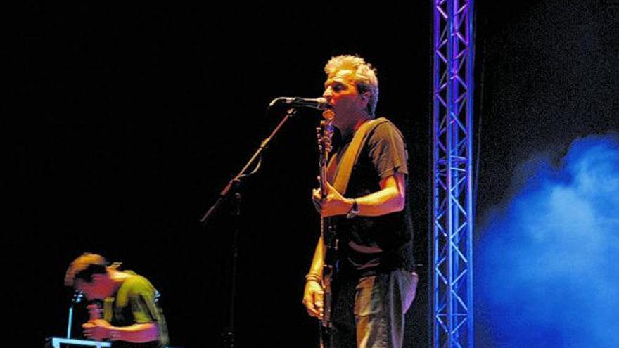 David Summers y Borja Casado cantan 'Señorita Rocanrol' con el sello mallorquín Raca