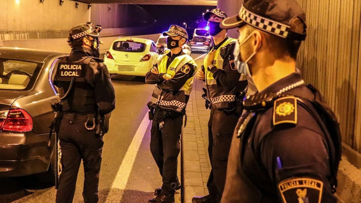 Police control on Avenida de Dénia