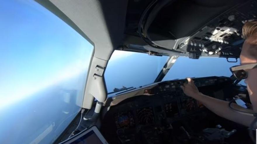 Así se vive un aterrizaje desde la cabina del piloto