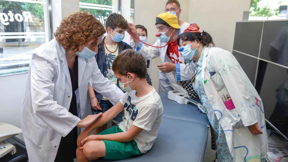 Consulta de la escuela de protección solar en Clínica Rotger amenizada por Sonrisa Médica