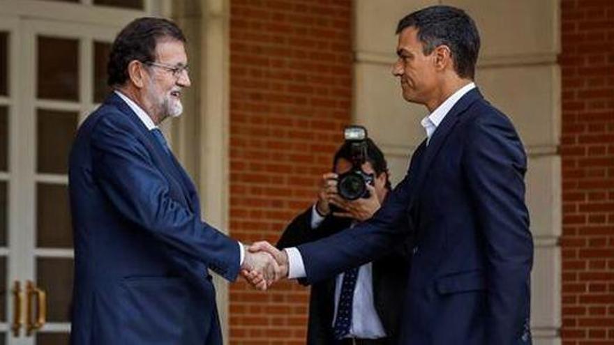 Rajoy y Sánchez mantienen hoy su primera reunión tras el 1-O